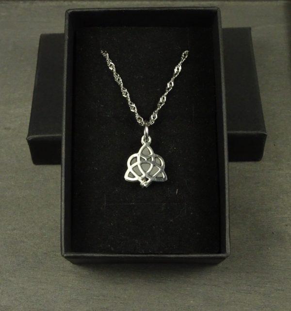 Collier diffuseur huile essentielle noeud celtique bijou original