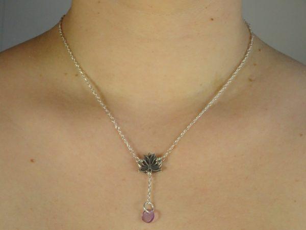 Bijoux originaux argent fleur de lotus diffuseur huile essentielle améthyste portée